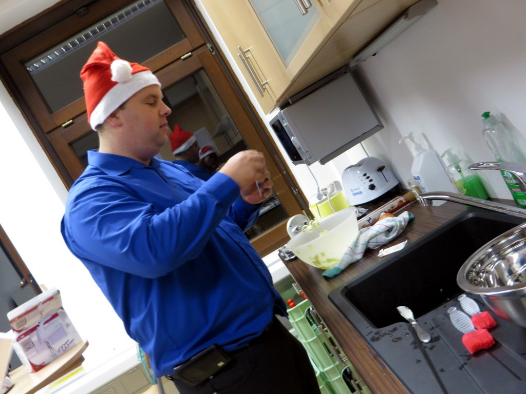 LINET Services wird zur Weihnachtsbäckerei - Keksbackaction 2014